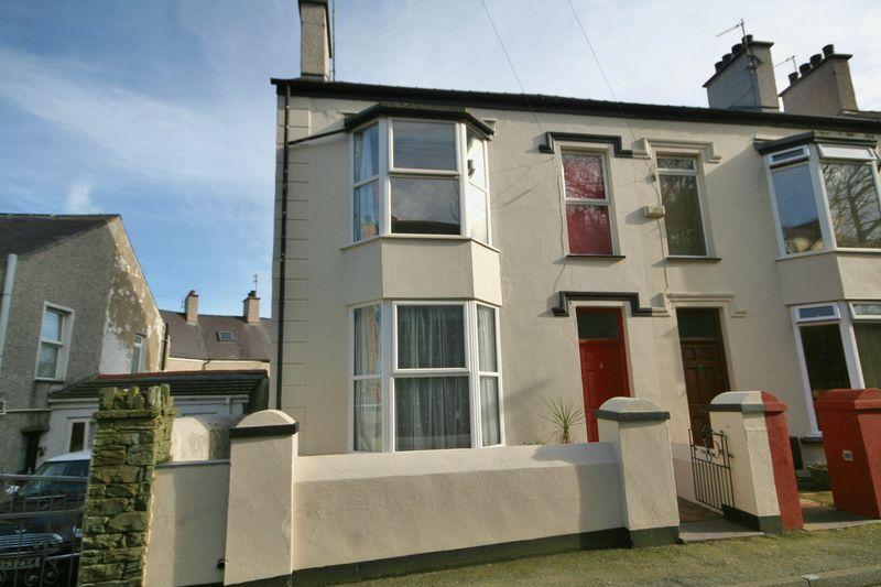 3 Bedrooms Semi Detached House for sale in Plashyfryd Terrace, Holyhead