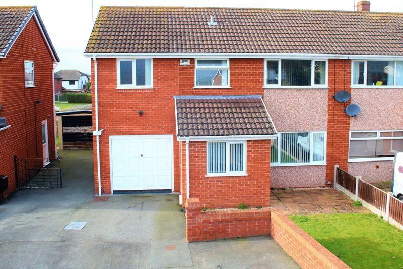 3 Bedrooms Semi Detached House for sale in Hendre Close, Rhuddlan