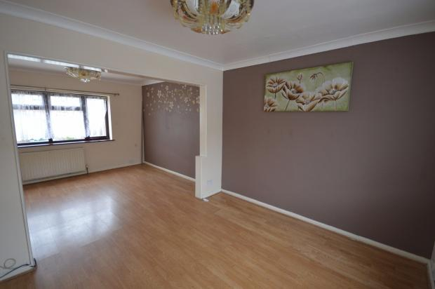 3 Bedrooms Terraced House for sale in Campden Crescent, Dagenham, RM8