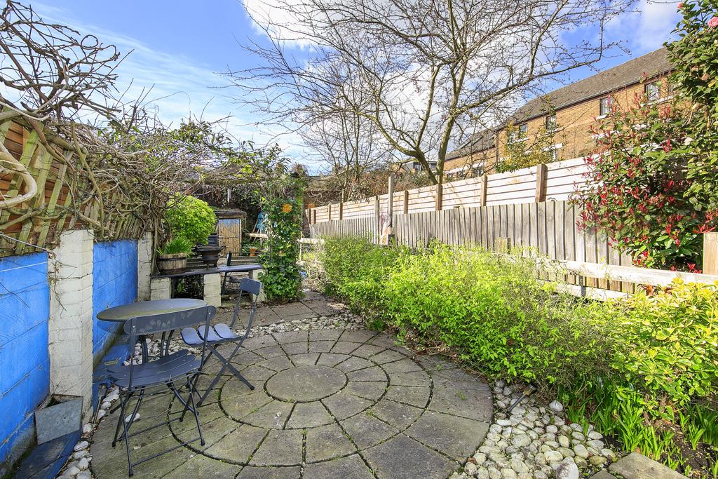 2 Bedrooms Flat for sale in Beaumont Road, London