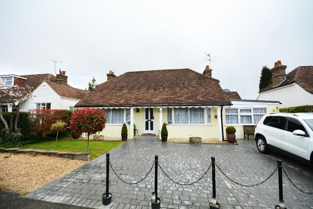 2 Bedrooms Detached Bungalow for sale in The Byeway, Bexhill-On-Sea