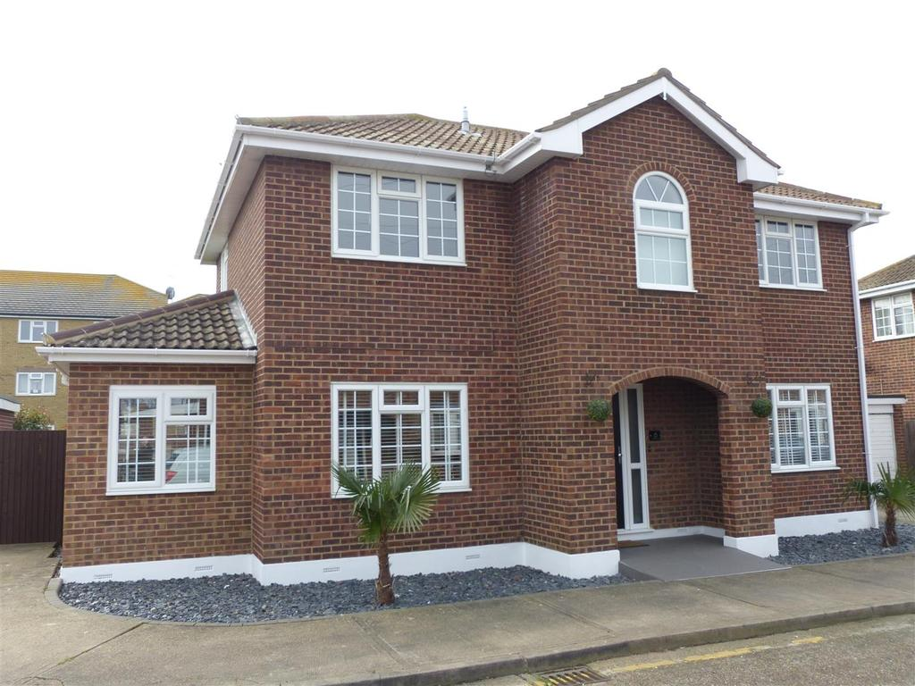 4 Bedrooms Detached House for sale in Whiteways, Canvey Island
