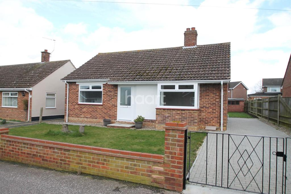 2 Bedrooms Bungalow for sale in Dixon Drive, Oulton Broad, Lowestoft