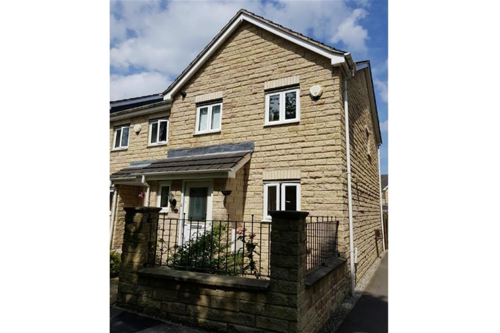 3 Bedrooms End Of Terrace House for sale in Holly Bank Road, Lindley, Huddersfield, HD3