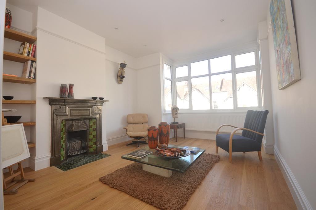 3 Bedrooms Flat for sale in Kilmartin Avenue Norbury SW16