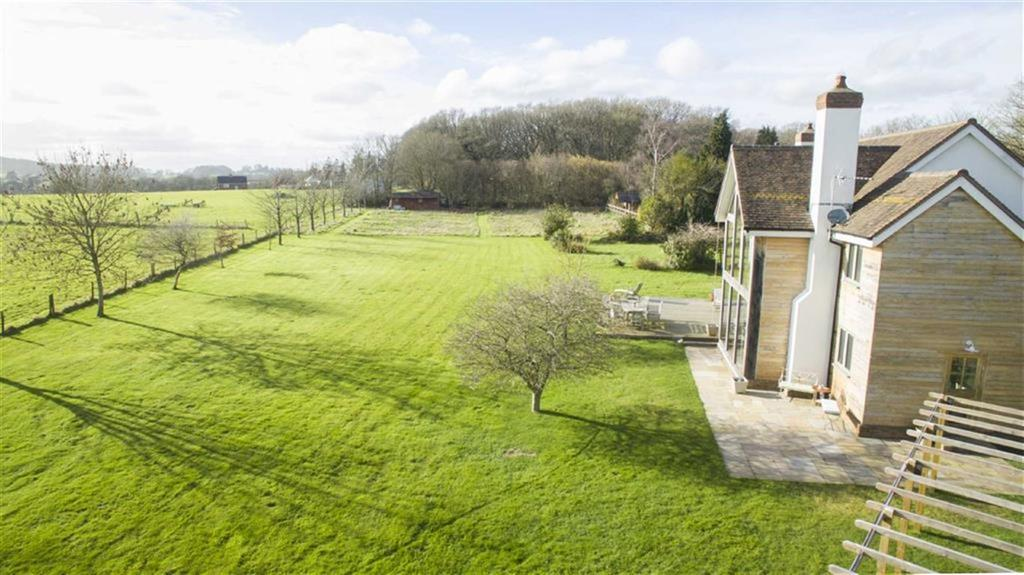 4 Bedrooms Detached House for sale in Haythorne, Wimborne, Dorset