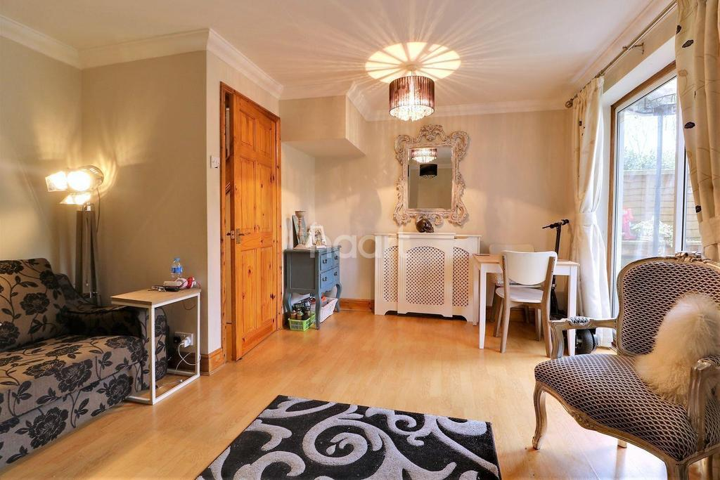 2 Bedrooms Detached House for sale in Amherst Close, Orpington