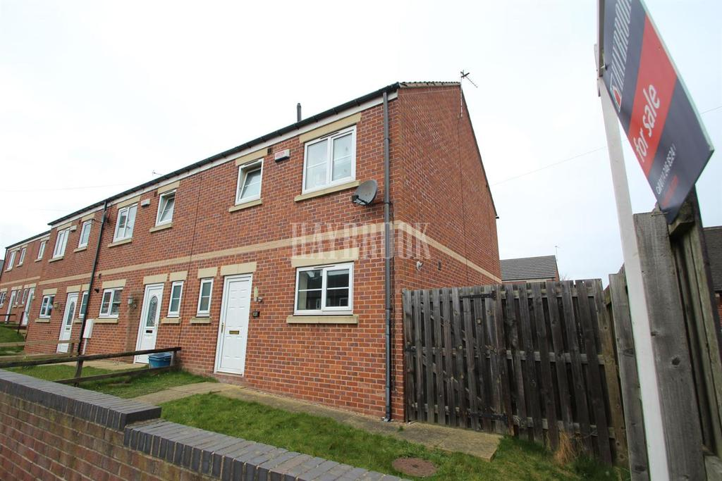3 Bedrooms Semi Detached House for sale in Greengate Lane. High Green