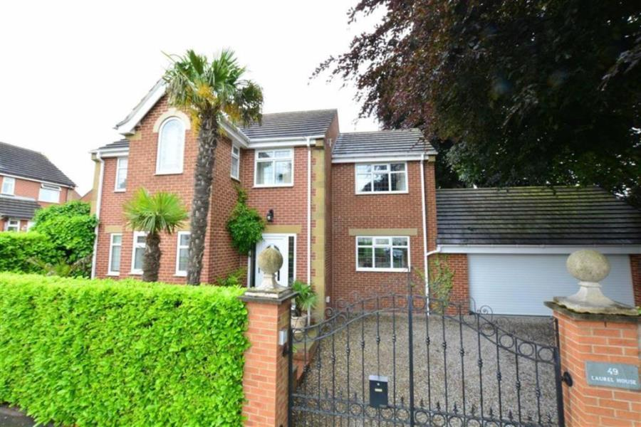 4 Bedrooms Detached House for sale in ALL SAINTS ROAD, WOODLESFORD, LEEDS, LS26 8ND