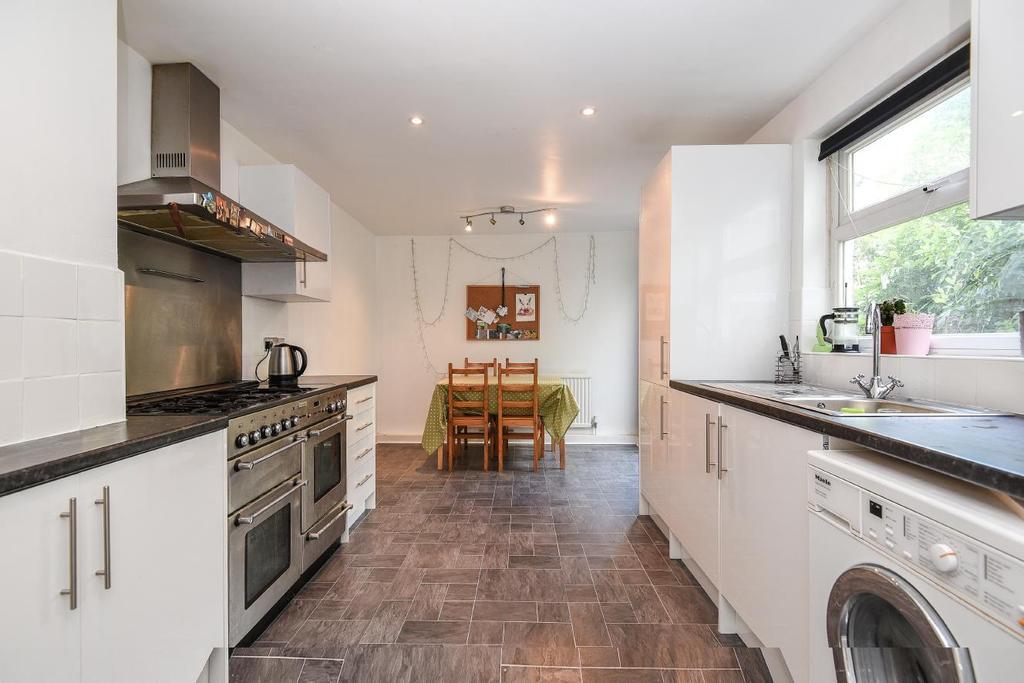 5 Bedrooms Flat for sale in Queenstown Road, Battersea Park, SW8