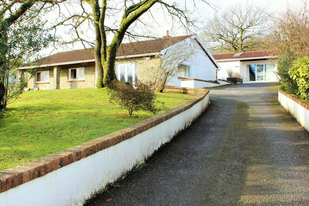 3 Bedrooms Detached Bungalow for sale in Nantyglyn Road, Ammanford