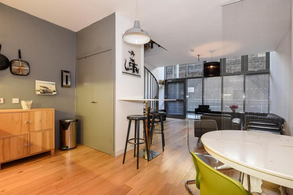 2 Bedrooms Flat for sale in Crampton Street, Elephant Castle, SE17