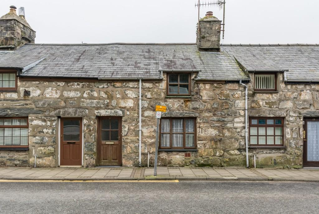 2 Bedrooms Terraced House for sale in Tremadog, Gwynedd, North Wales