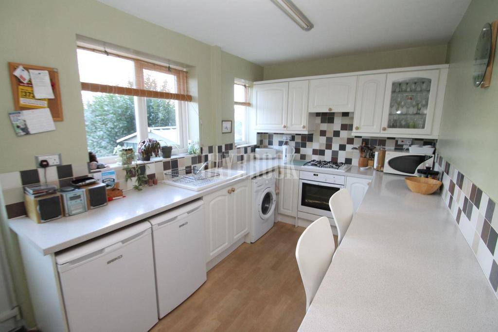 2 Bedrooms Semi Detached House for sale in Browning Road, East Dene