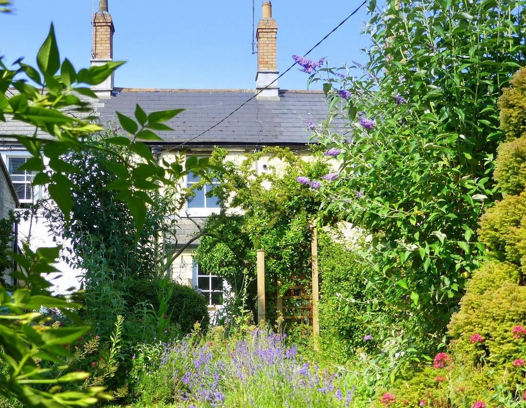 2 Bedrooms Cottage House for sale in Trowbridge Road, Bradford On Avon