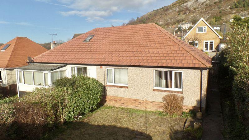 2 Bedrooms Semi Detached Bungalow for sale in Cwm Road, Rhyl