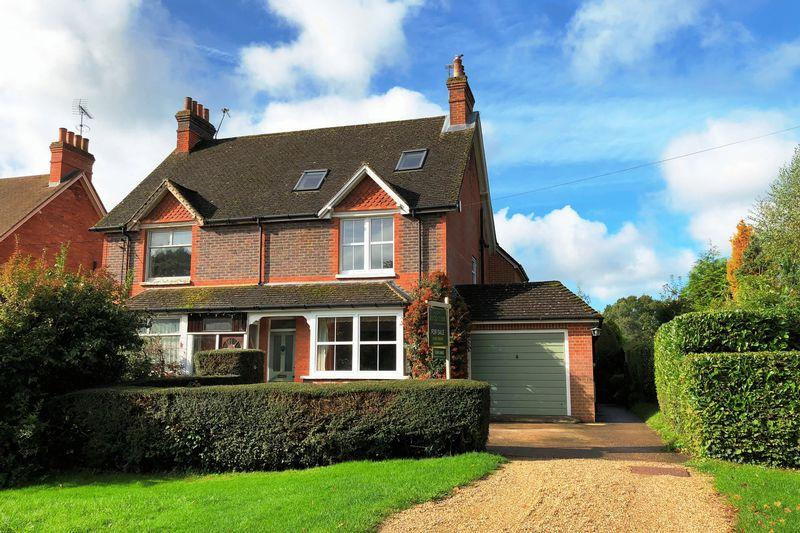 4 Bedrooms Semi Detached House for sale in The Green, Ewhurst
