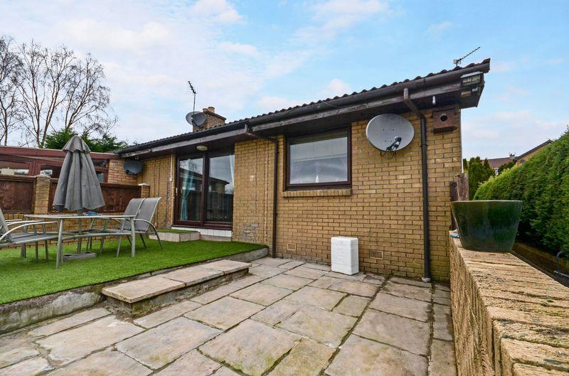 4 Bedrooms Semi Detached Bungalow for sale in Mid Barrwood Road, Kilsyth