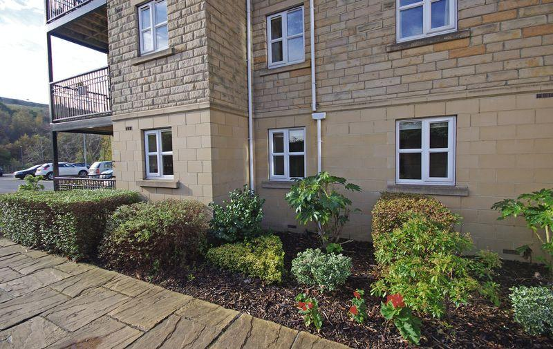 2 Bedrooms Apartment Flat for sale in The Riverine, Chapel Lane, Sowerby Bridge HX6 3LX