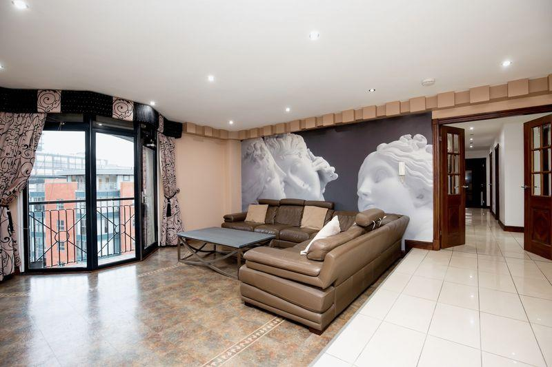 3 Bedrooms Apartment Flat for sale in North Quay, Liverpool