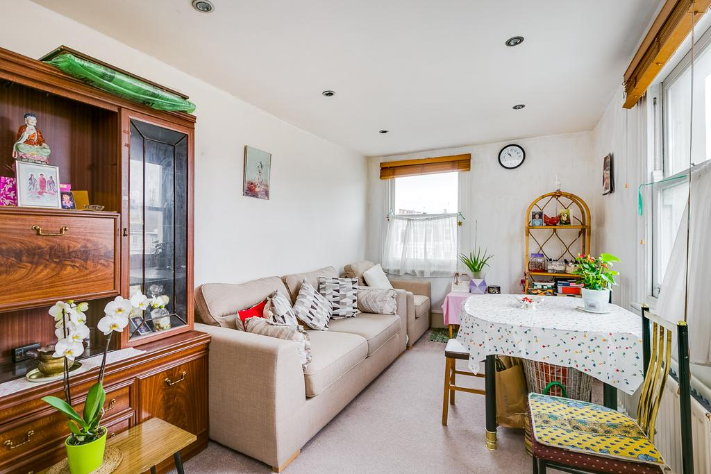 1 Bedroom Flat for sale in Comeragh Road, London