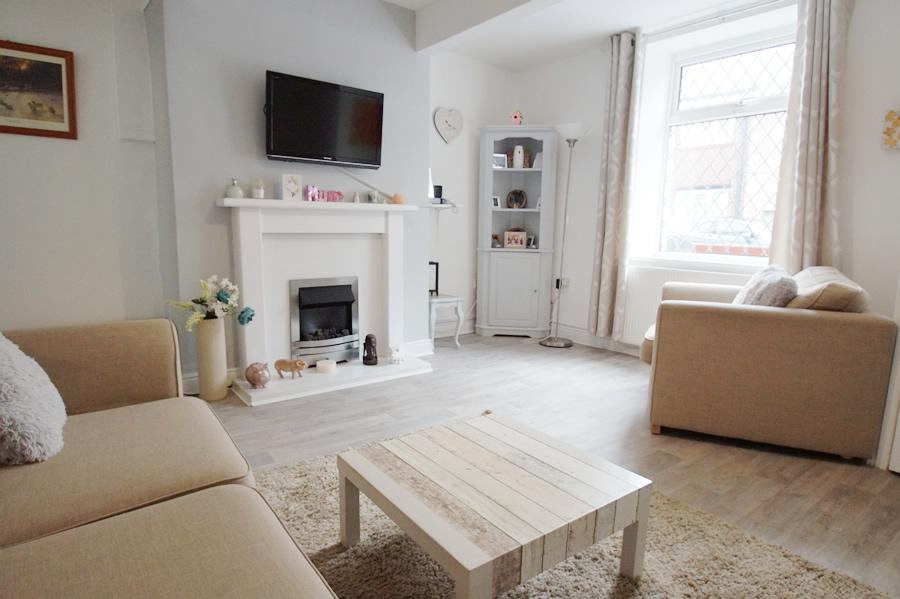 2 Bedrooms Terraced House for sale in Manchester Road, Mossley OL5