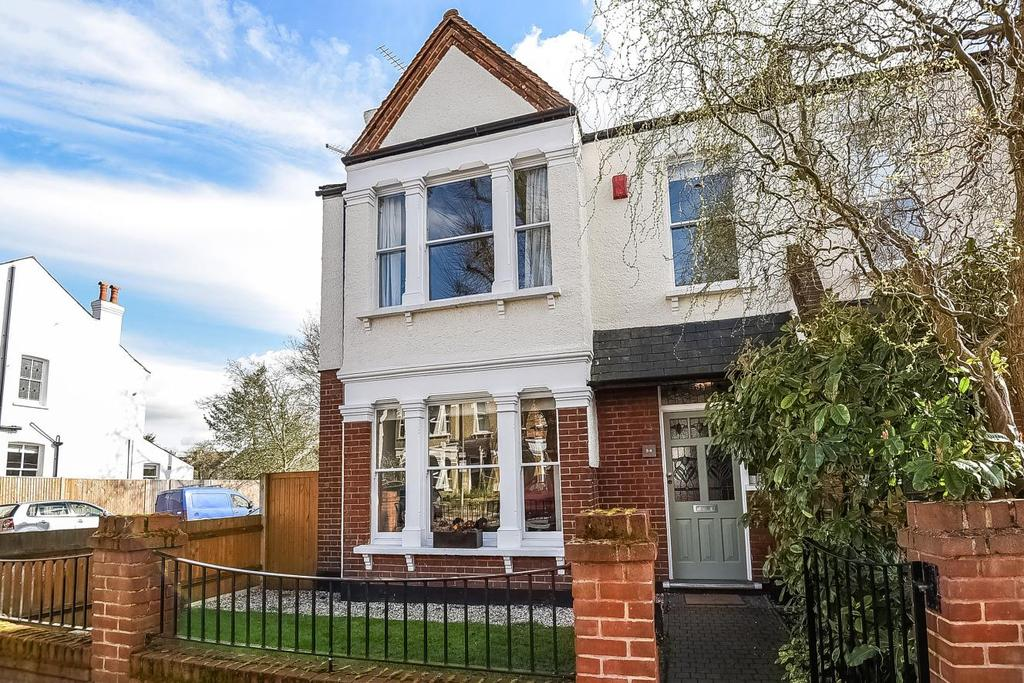4 Bedrooms Semi Detached House for sale in Clock House Road, Beckenham, BR3