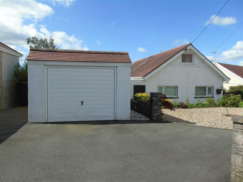 4 Bedrooms Detached Bungalow for sale in Trallwm Road, Llwynhendy, Llanelli