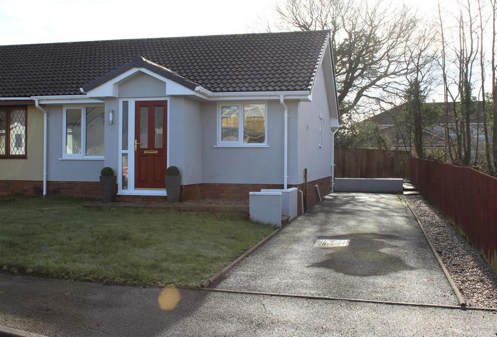 2 Bedrooms Semi Detached House for sale in Brynglas, Penygroes, Llanelli