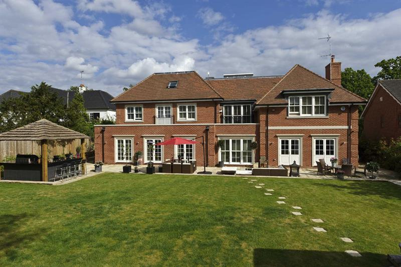 7 Bedrooms Detached House for sale in OXSHOTT