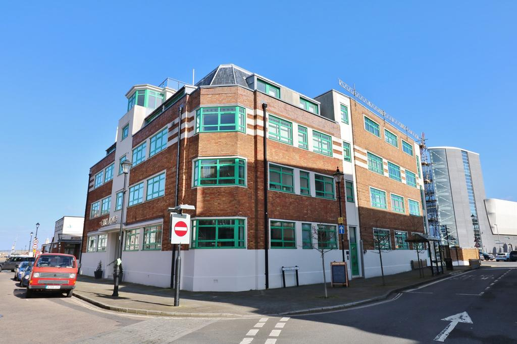 3 Bedrooms Apartment Flat for sale in Broad Street, Old Portsmouth