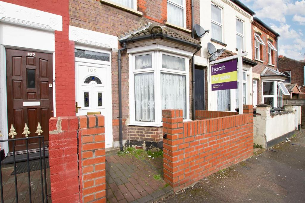 3 Bedrooms Terraced House for sale in Biscot Family Fun
