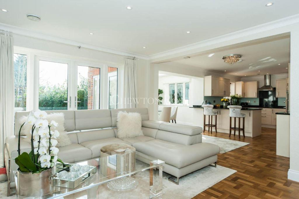 4 Bedrooms Detached House for sale in Farnham Royal, Buckinghamshire