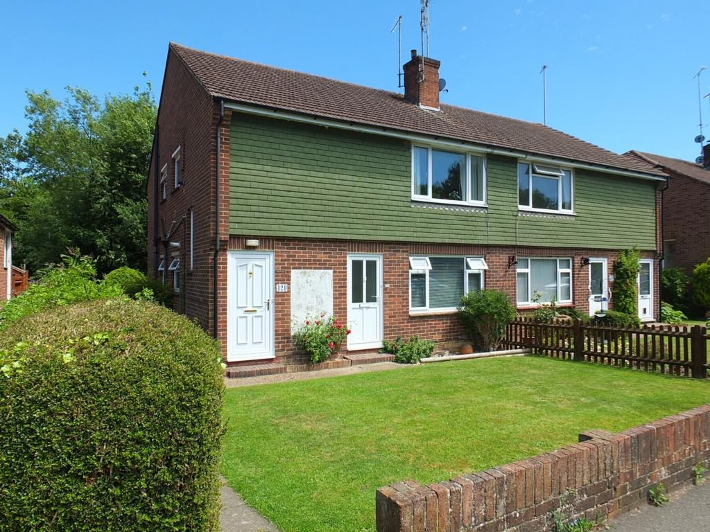 2 Bedrooms Flat for sale in Appledore Gardens, Lindfield, RH16