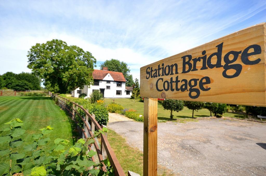 3 Bedrooms Cottage House for sale in Station Bridge Cottage, Maldon Road, Langford, Maldon, Essex, CM9