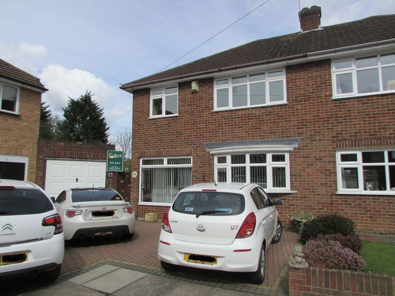 3 Bedrooms Semi Detached House for sale in Dane Close, Bexley