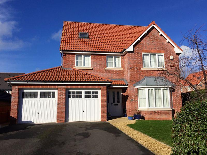 5 Bedrooms Detached House for sale in Llys Dyffryn, St. Asaph