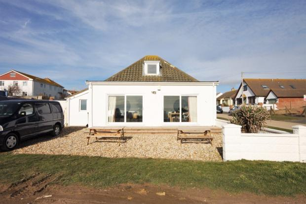 4 Bedrooms Bungalow for sale in The Promenade, Peacehaven, BN10