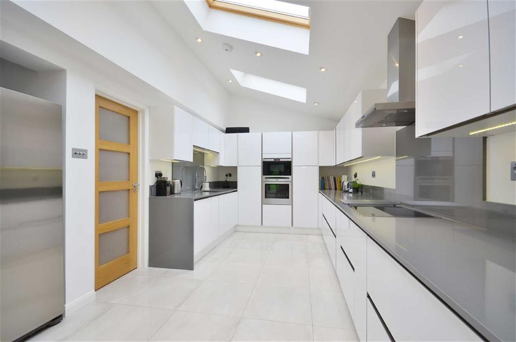 4 Bedrooms Detached House for sale in Carpenters Wood Drive, Chorleywood, Hertfordshire