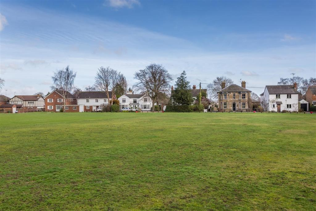 4 Bedrooms Detached House for sale in Cricketers Lane, Herongate, Brentwood