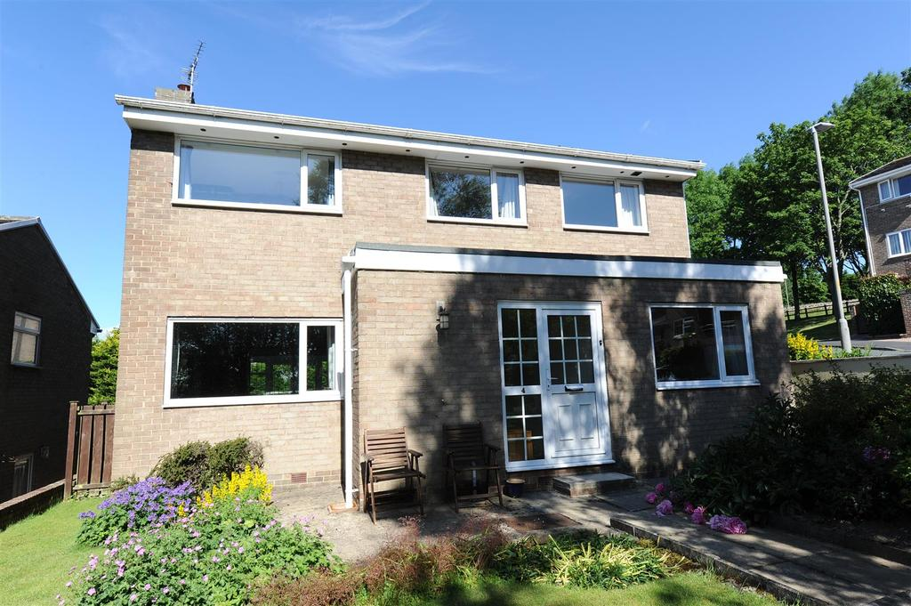 4 Bedrooms Detached House for sale in High Garth, Richmond