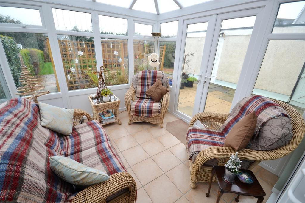 3 Bedrooms Detached House for sale in Holyland Drive, Pembroke