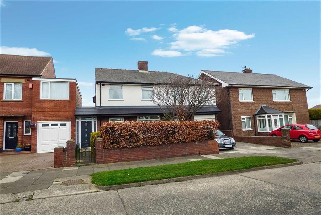 4 Bedrooms Detached House for sale in Derwent Road, Cullercoats, Tyne And Wear