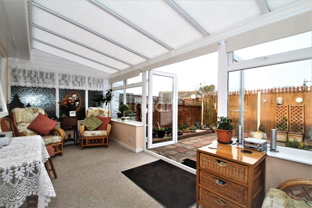 2 Bedrooms Bungalow for sale in Allen Way, St Osyth