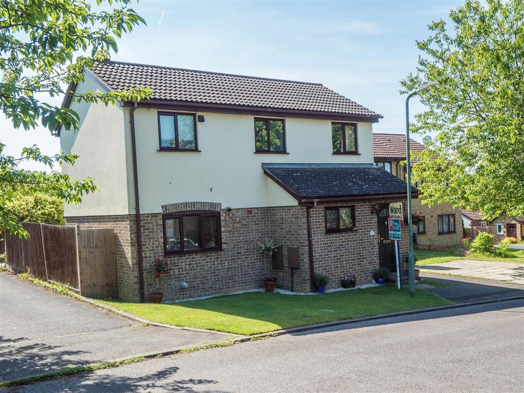 3 Bedrooms Detached House for sale in Pennine Way, Downswood, Maidstone