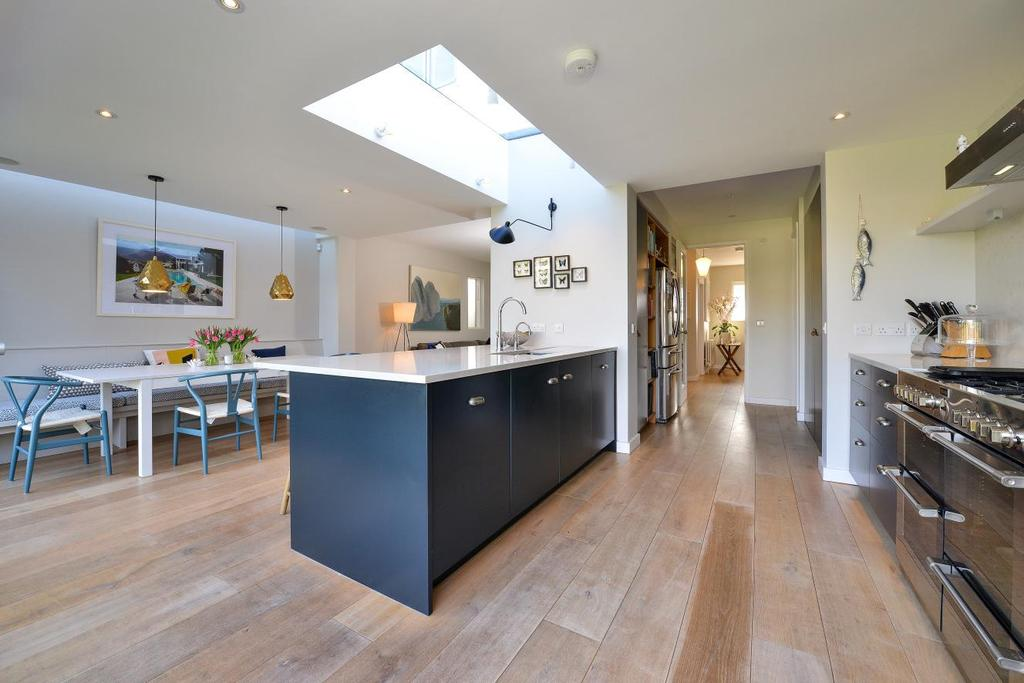 5 Bedrooms Detached House for sale in Mount Ephraim Lane, Streatham, SW16