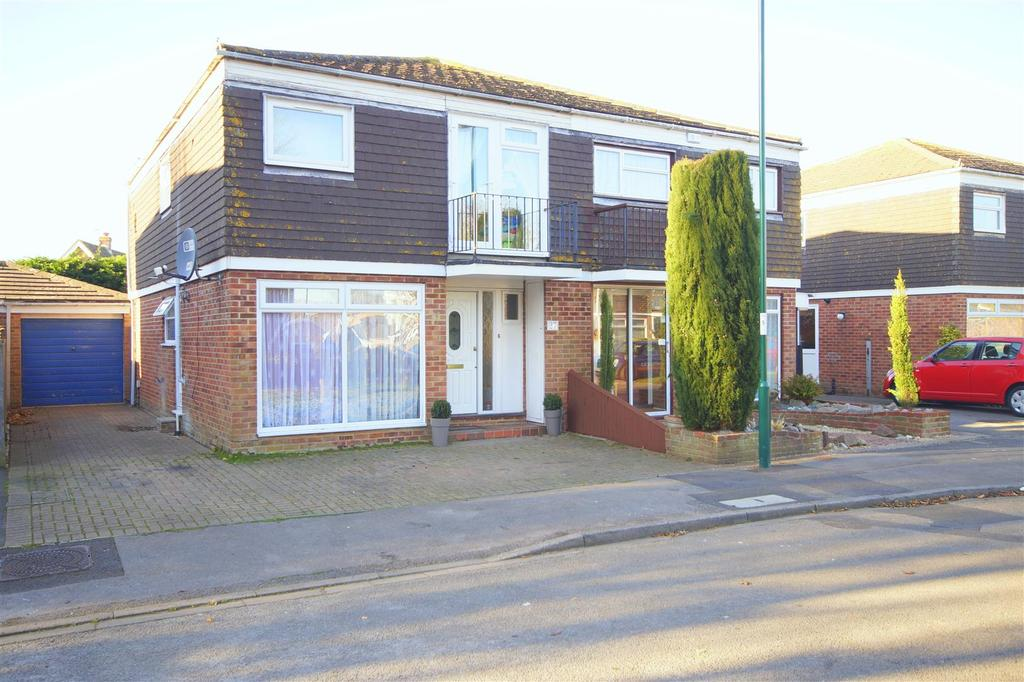 4 Bedrooms Semi Detached House for sale in Langley Grove, Aldwick