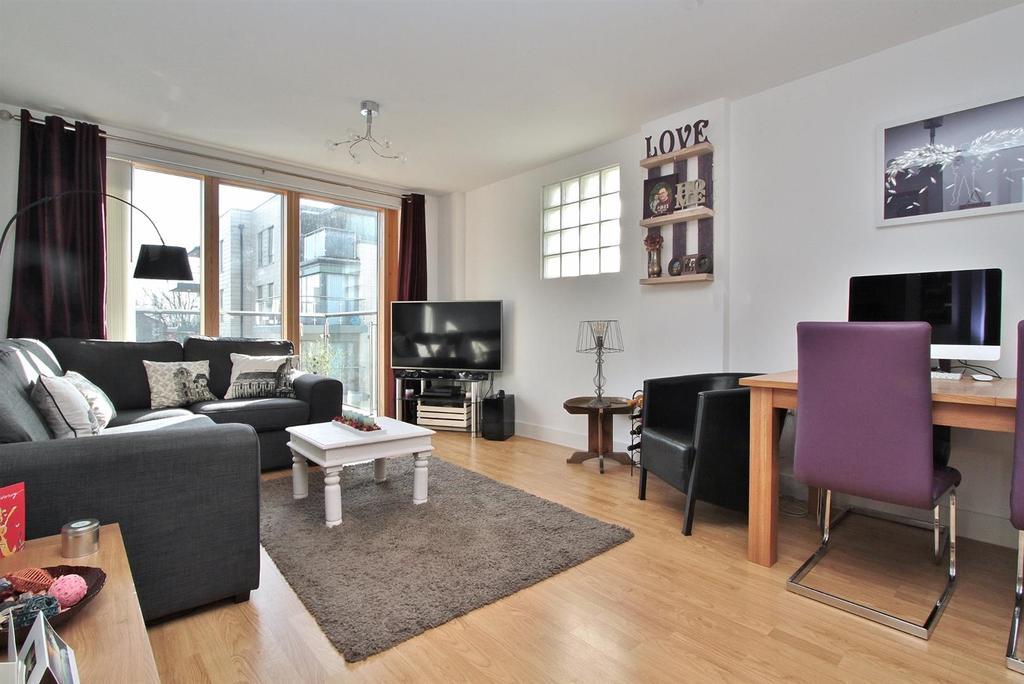1 Bedroom Flat for sale in Pankhurst Avenue