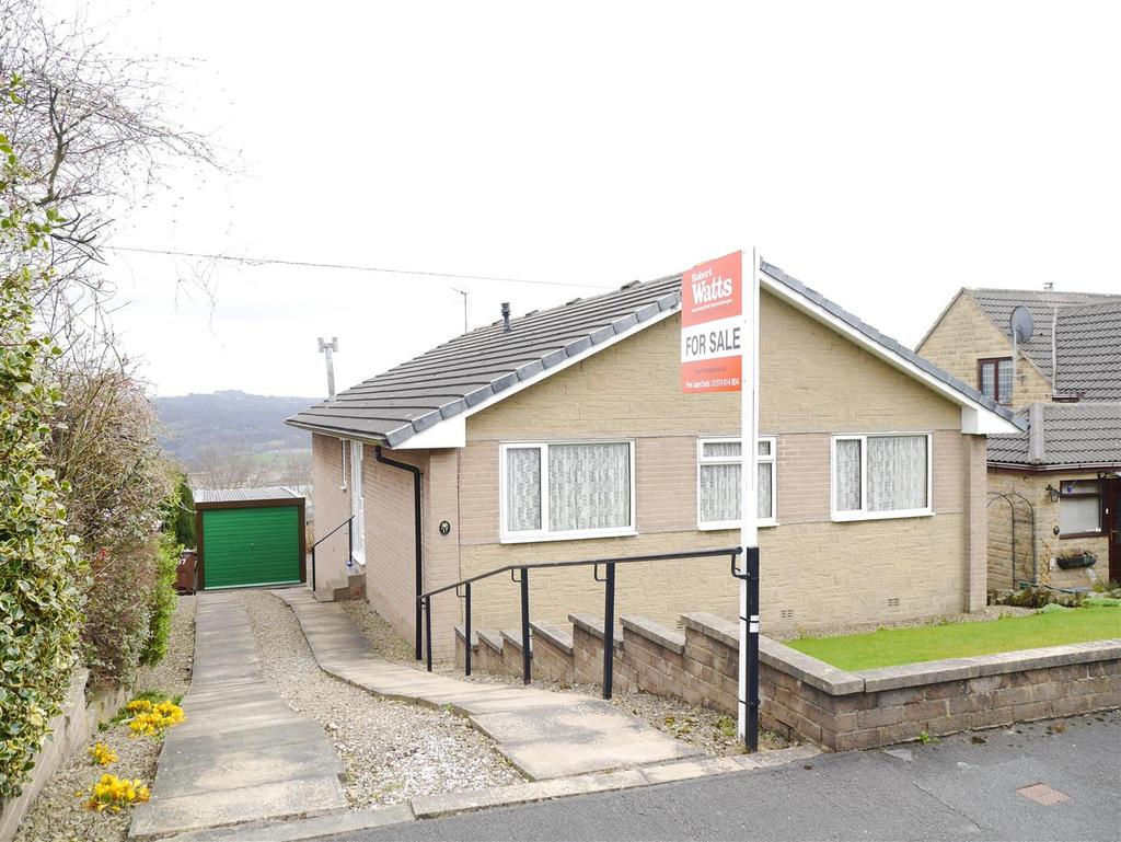 3 Bedrooms Detached Bungalow for sale in Oaklands, Idle, Bradford, BD10 8RG