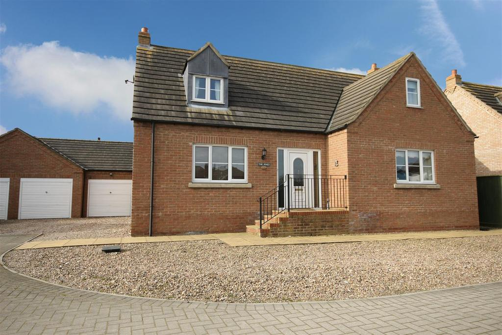 4 Bedrooms Detached House for sale in The Pines, Stratford Road, Mablethorpe